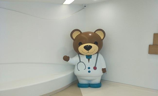 医院玻璃钢雕塑