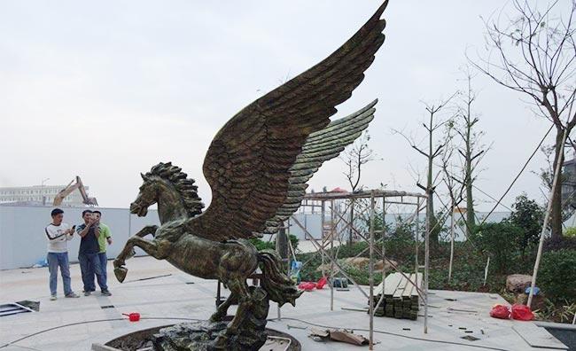 广场玻璃钢雕塑